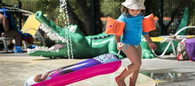 Les piscines avec pataugeoire jacuzzi et toboggans